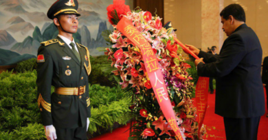 Nicolás Maduro rindió homenaje a Mao Zedong y firmó acuerdos en China
