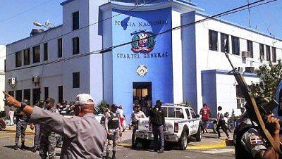 Policía Nacional investiga muerte de un hombre mientras perpetraba asalto en negocio en San Cristóbal