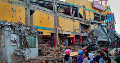 Sube a 384 el número de muertos por el potente sismo y el tsunami en Indonesia