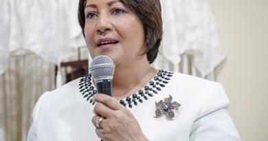 Gobernadora Ana María Domínguez afirma presidente Medina ha logrado una innovadora Revolución Educativa