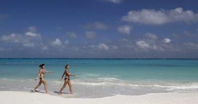 Prohíben llevar bikini cerca de los templos en una famosa isla turística