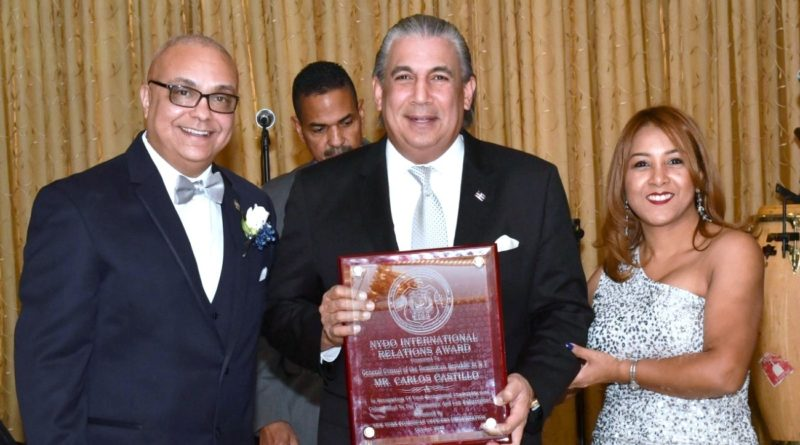 Organización Oficiales Dominicanos y Policía NY reconocen cónsul RD