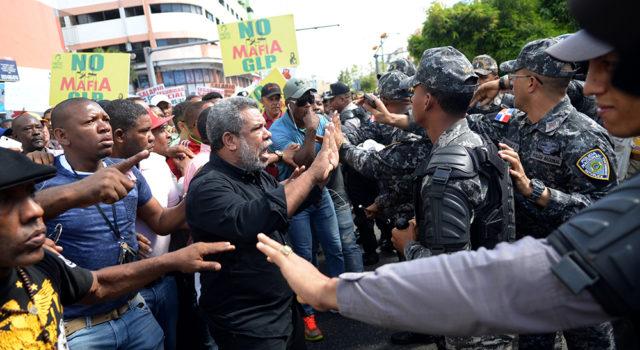 Choferes abarrotan calles en protesta