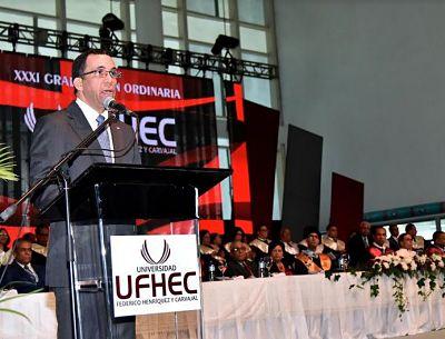 Ministro de Educación Andrés Navarro afirma que el país requiere profesionales que cifren su éxito en el bienestar colectivo