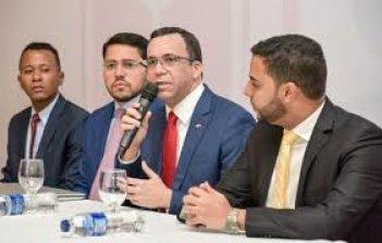 Ministro de Educación Andrés Navarro apuesta a la democracia participativa para empoderar a la juventud