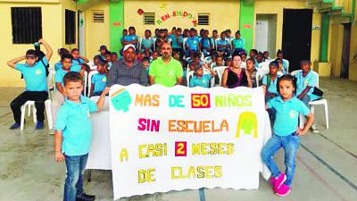 Niños de Santa Lucía no inician año por falta aulas y docentes