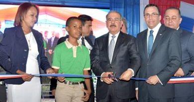 Presidente Danilo Medina entrega dos modernos centros educativos en San Pedro de Macorís