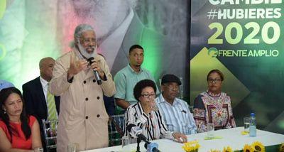 Juan Hubieres lanza precandidatura presidencial por el Frente Amplio