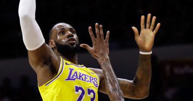 LeBron cautiva en el inicio de su era con los Lakers