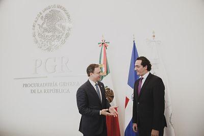 Procurador realiza visita oficial a México