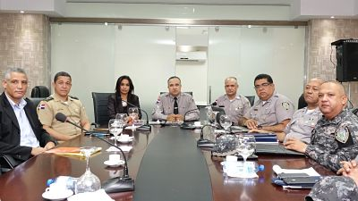 Presentan a la Policía Nacional plan para el reordenamiento del transporte