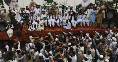 Miles de pakistaníes exigen la muerte de una mujer cristiana condenada por insultar al islam