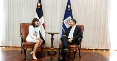 Procurador recibe visita de cortesía de la Embajadora de los Estados Unidos