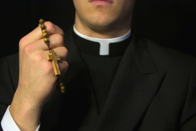 Detienen sacerdote en Monte Plata por supuestamente abusar de una menor