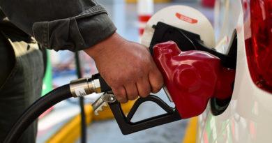 Peña Nieto elimina subsidio a la gasolina en su última semana de mandato en México