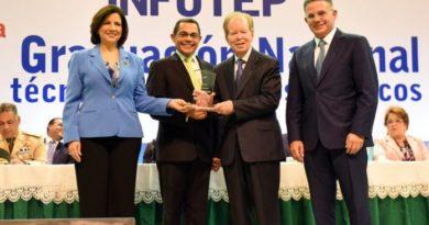 El empresario José Luis Corripio valora la calidad de los servicios que ofrece el INFOTEP
