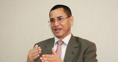 Olivares critica la escogencia por aclamación