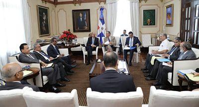 Danilo Medina recibe informe avances construcción escuelas y estancias infantiles