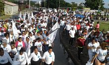 Cientos caminan por los valores cristianos