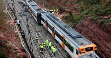 Un muerto y seis heridos al descarrilar un tren en España
