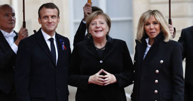Mujer de 101 años confunde a Merkel con la esposa de Macron