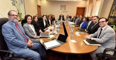 Valdez Albizu resaltó en una reunión con el FMI el alto crecimiento con baja inflación de RD