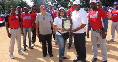Félix Féliz y Fundación Jahdiel inauguran tercer torneo de béisbol en Santo Domingo Oeste