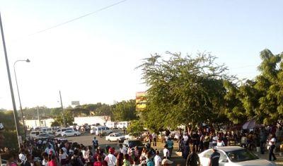 Transportistas paralizan sus unidades en varios puntos de la capital