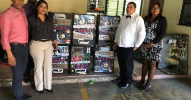 MP Santiago incauta 43 máquinas tragamonedas y cierra 14 establecimientos tras hallar drogas y permitir entrada a menores