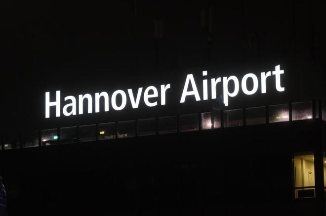 Un conductor invade las pistas del aeropuerto de Hannover, que suspende sus vuelos