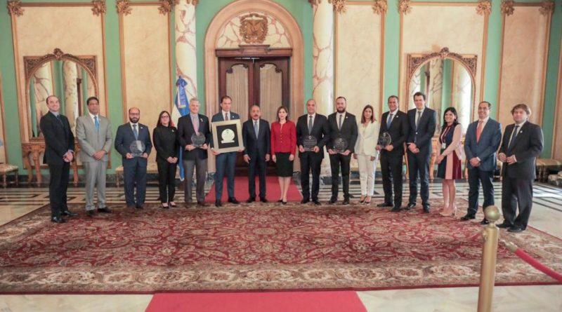 Comitiva de Adoexpo visita a Danilo Medina; destacan alianza público-privada