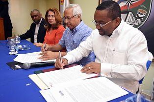 Alcaldía Santo Domingo Norte y Universidad Abierta para Adultos (UAPA) firman convenio de cooperación