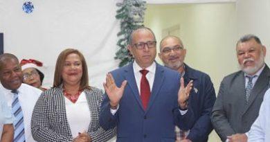 Bloque Regidores PRM en SDE enciende arbolito de Navidad