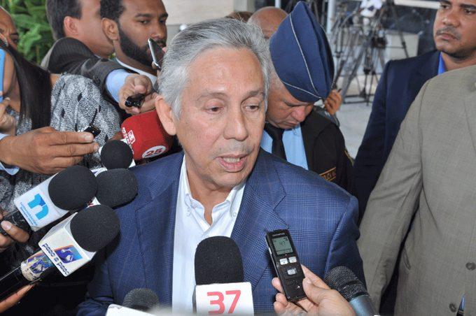 Ex Ministro Freddy Pérez se querella contra abogado Julio Santamaría y CarlosGómez