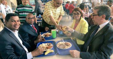 Rectoria de la UASD y Bienestar Estudiantil celebran almuerzo navideño a estudiantes.
