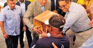 Leonel Fernández concluye reparto de cajas navideñas en Casa Presidencial PLD con mensaje al pueblo dominicano