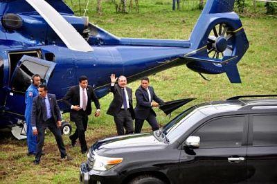 Aterriza de emergencia helicóptero que trasladaba al presidente Medina