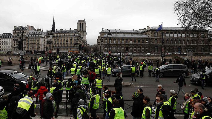 """Nueva jornada de manifestaciones de los """"chalecos amarillos"""" deja 30 personas detenidas en París"""