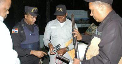 MIP y PN notifican centros de bebidas alcohólicas e incautan armas de fuego en el Gran Santo Domingo