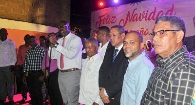 Alcalde de SDE encabeza cena navideña en el sector de Mendoza