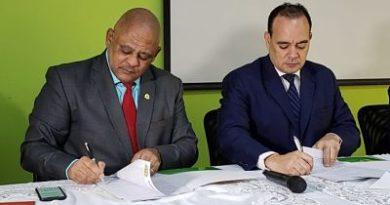 CARD y cooperativas financiarán cursos para los abogados