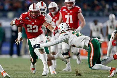 Wisconsin apalea a Miami en el Pinstripe Bowl