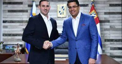 Alcalde Collado recibe las llaves de la ciudad de San Salvador