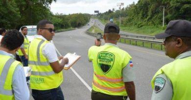 Fiscalizan vehículos de cargas por violar ley del INTRANT