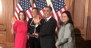 Espaillat jura para segundo período congresual reafirmando lucha por inmigrantes y unidad de la nación