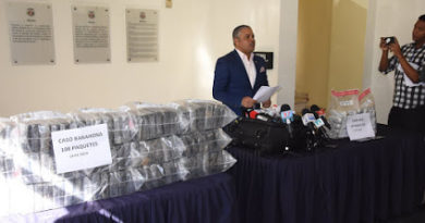 BARAHONA: DNCD ocupa 108 paquetes de cocaína y arresta a cuatro narcos