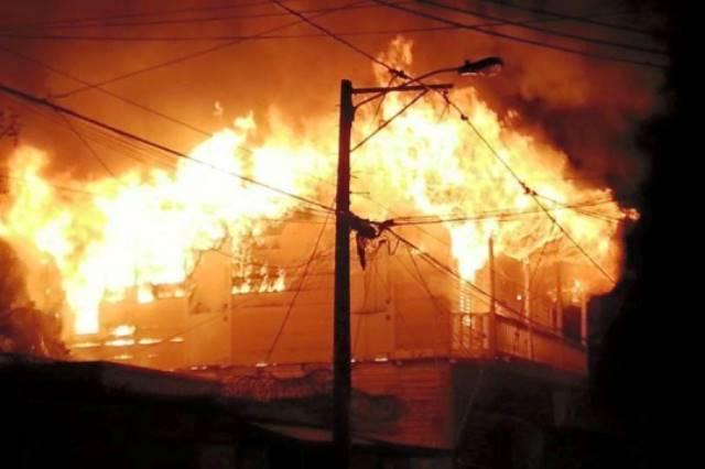 Residentes en Monte Plata culpan a las autoridades por incendio de iglesia
