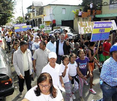 Residentes de Villa Faro marchan para construcción de polideportivo