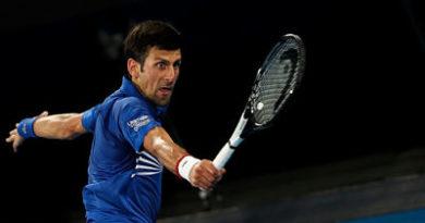 Djokovic y Zverev triunfan en Australia