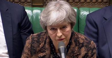 """May presenta """"plan B"""" del Brexit: Descarta referéndum e insiste en renegociar cláusula sobre Irlanda del Norte"""